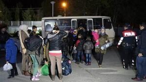 15 kişilik köy dolmuşundan 43 sığınmacı çıktı