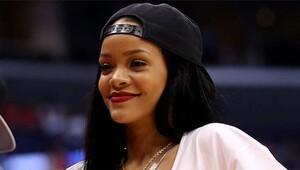 Rihanna yeni klibi için soyundu!