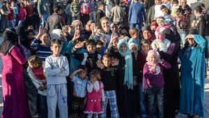 Gülben Ergen mülteci kampını ziyaret etti