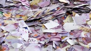 18 bin Euro'yu parçalayarak dondurucuda sakladı