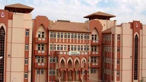 Bu okulda 1280 öğrenciden sadece 2'si erkek