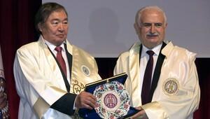 Atatürk Üniversitesi'nden Kazakistanlı yazar Suleymanov'a fahri doktora