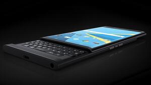 BlackBerry iki telefonla geri dönüyor