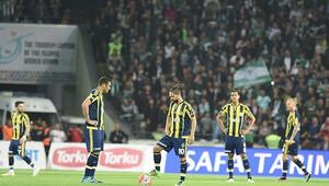 Fenerbahçe'ye havaalanında şok protesto!