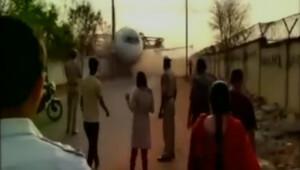 Uçmadığı halde bir uçak sokağın ortasına düştü!