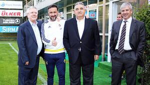 Aziz Yıldırım Fenerbahçe idmanını izledi!