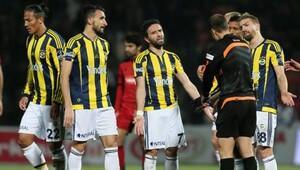 Fenerbahçe'deki isyanın gerçek sebebi: Bizim üç katımız para alıyorlar!