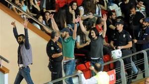 Eczacıbaşı VitrA-Galatasaray maçına Fenerbahçeli taraftarlar sızdı