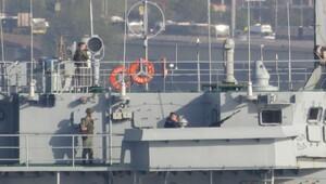 Kriz yaratan gemi Boğaz'dan geçti