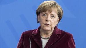 Merkel, Alman muhabire giriş yasağı konmasına tepki gösterdi