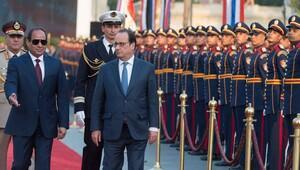Milyar dolarlık anlaşmalar Hollande'a darbeyi unutturdu