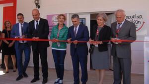 Açılışını Gülben Ergen yaptı