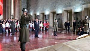 Bakan Avcı, çocuklarla Anıtkabir'i ziyaret etti