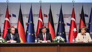 Davutoğlu, Merkel ve Tusk ortak açıklama yaptı