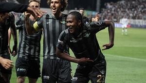 Rodallega, Alex de Souza'nın başarısını tekrarladı