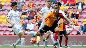 Türk Telekom Arena'da tartışmalı gol!