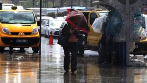 İstanbul'u yağmur vurdu, trafik felç
