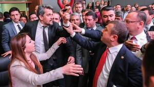Meclis'te komisyon kavgayla başladı