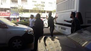 Eskişehir'de 1 Mayıs afişi asan öğrencilere bıçaklı saldırı: 4 yaralı