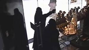 Kara çarşaflı soyguncular yakalandı