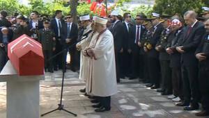 Erdoğan şehit üsteğmenin cenazesine katıldı