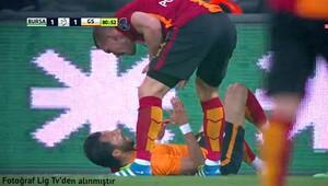 Podolski maçta Yasin'e patladı!