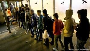 Almanya 300'den fazla çocuğu sınırdan çevirdi