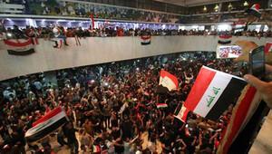 Irak'ta Sadr yanlıları parlamento binasından çıktı