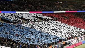 Fransa'da statta ibadet eden Müslüman futbolculara ceza