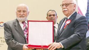 77 yaşında diploma aldı