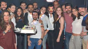 Ünlü oyuncuya sürpriz doğum günü partisi