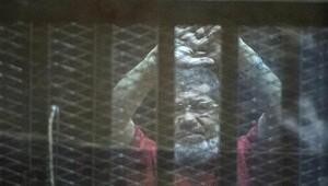 Mısır'da üç gazeteciye idam cezası verildi