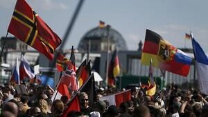 Almanya'da Merkel karşıtı protesto!