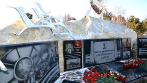 Rus pilot Oleg Peşkov'un Sibirya'daki anıtına çirkin saldırı