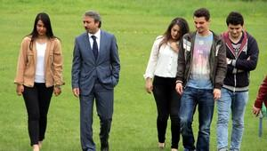 TÜ'de 'Lütfen Çimlere Basınız' kampanyası