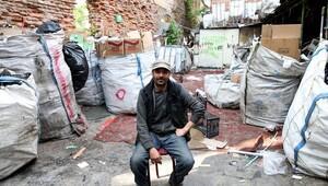 5 dil bilen Suriyeli göçmene iş yağıyor