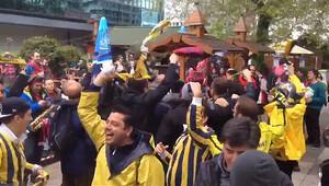 Laboral bandosu Fenerbahçe marşı çalıyor