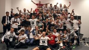 Beşiktaşlılar'dan şampiyonluk pozu