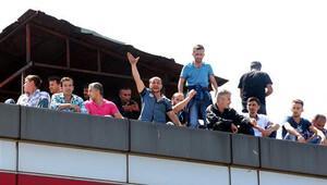 Ücret alamayan madencilerden çatıda eylem