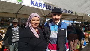 Oğlu da gurbete gitmesin istedi, şimdi Türkiye'ye ürün satıyor