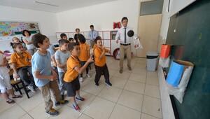 Çocuklara sokak oyunlarını öğretiyorlar