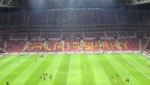 Galatasaray seyirci rekorunu tersten kırdı!