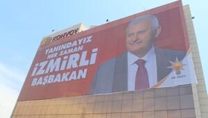 İzmir Binali Yıldırım afişleriyle donatıldı