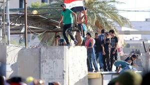 Sadr yanlıları Bağdat'ta yine parlamento bastı