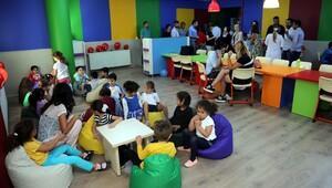 Çocuklara renkli kütüphane