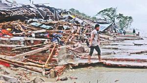 Bangladeş'i kasırga vurdu: 500 bin insan tahliye edildi