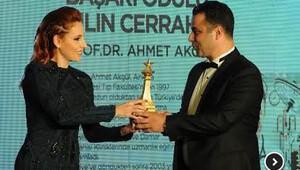 Yılın en iyi cerrahı ödülü Prof. Dr. Ahmet Akgül'e