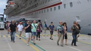 İlk seferinde Kuşadası'na 4 bin turist getirdi