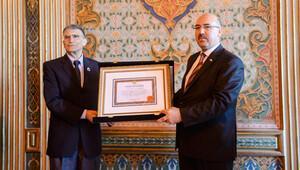 Replika Nobel İstanbul Üniversitesi'ne