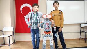 Köy okulunda 'robot fuarı'